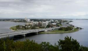 Perth, perdu dans la Swan River, vue depuis le parc